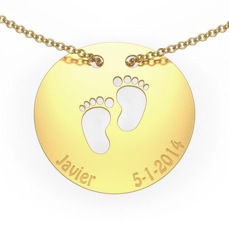 Collar de oro para mamá con nombre y fecha