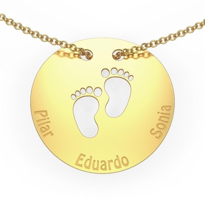 Collar de oro para mamá con tres nombres