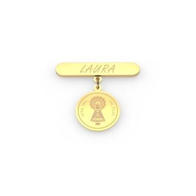 Aguja de bebé con medallita de oro